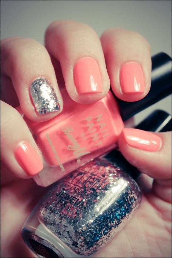 .: Nails Art, Pink Flamingos, Glitter Accent Nails, Pink Nails, Colors Combinations, Glitter Nails, Nails Polish, Peaches Nails, Lights Ideas