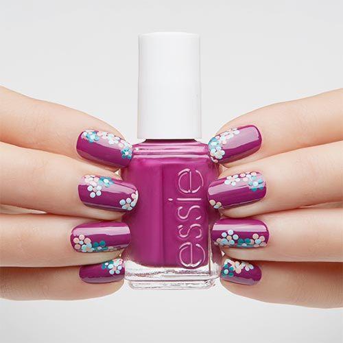 Florale Muster sind einer der angesagten Trends auf den Laufstegen. Als Nail Design passen sie außerdem natürlich toll zum Frühling.