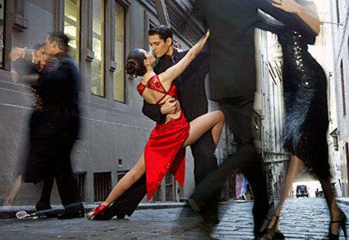 Tango on the streets of Buenos Aires, Argentina