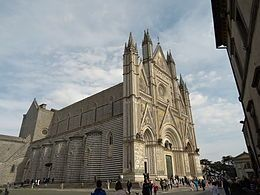 DUOMO DI ORVIETO  - La cattedrale di Santa Maria Assunta è il principale luogo di culto cattolico di Orvieto, in provincia di Terni, chiesa madre della diocesi di Orvieto-Todi e capolavoro dell'architettura gotica dell'Italia Centrale. Nel gennaio del 1889 papa Leone XIII l'ha elevata alla dignità di basilica minore
