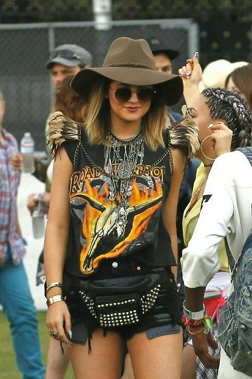 I love this totally do-able coachella outfit. One of the only ones I've seen that I actually want to wear.