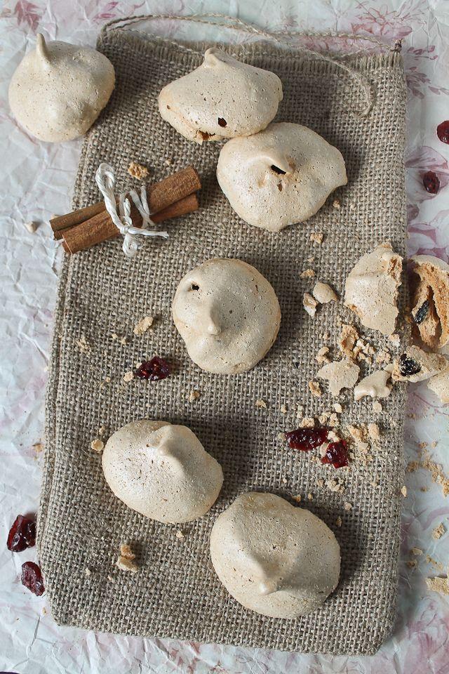 cinnamOn meringues with dried cranberries