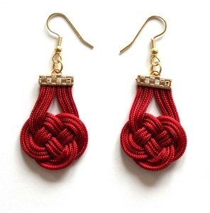 red knotted earrings.