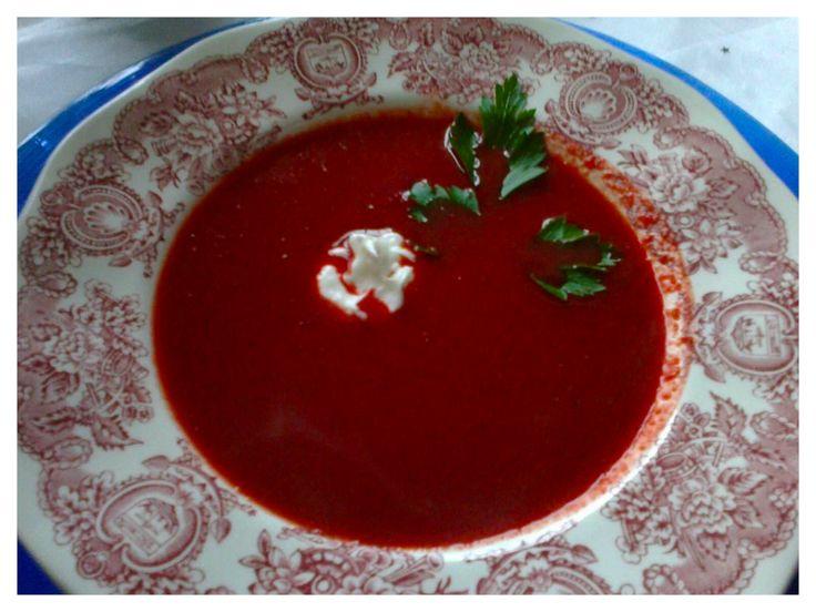 Cviklová polievka s jogurtom