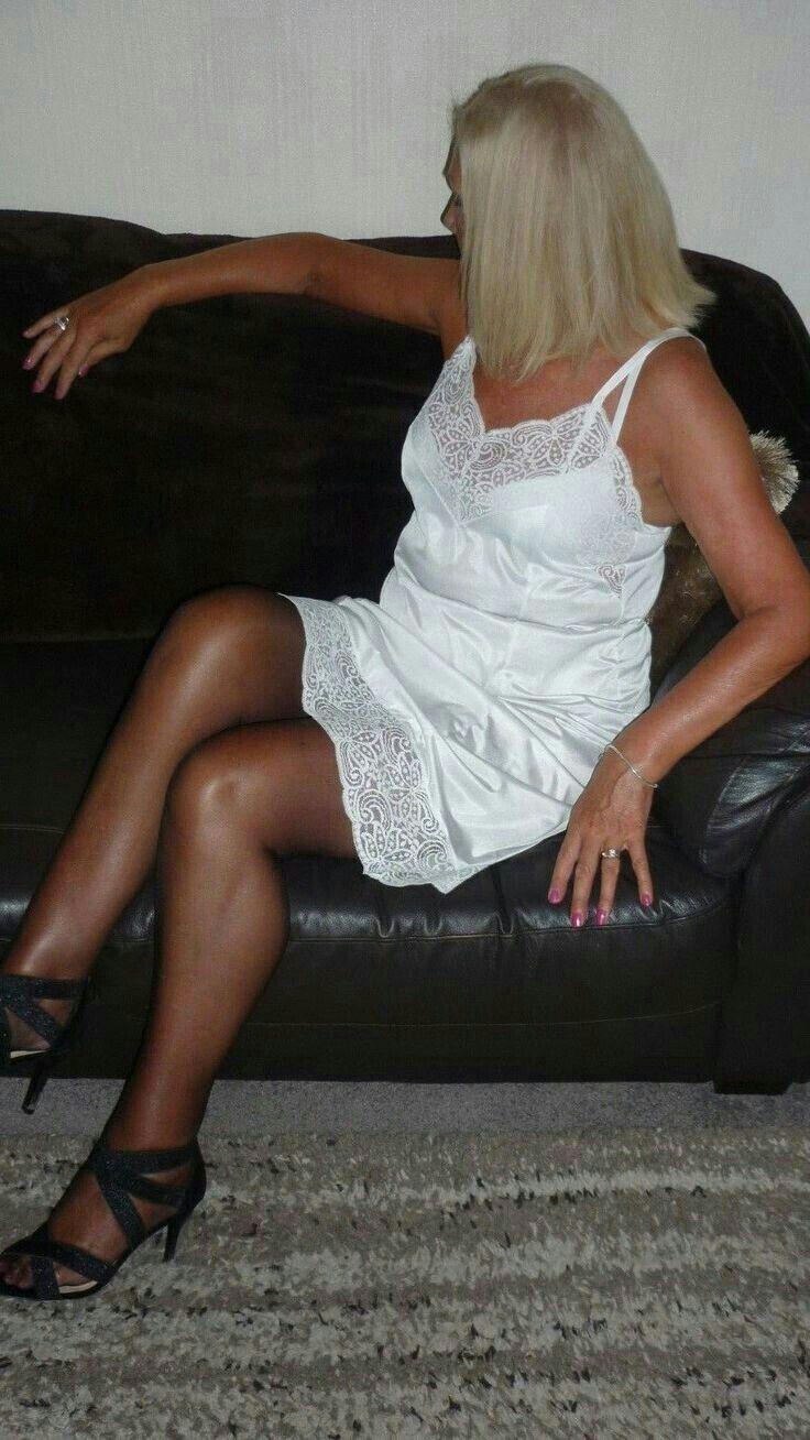 b0b0ebb5caab Pin de Jaime Poque en Enaguas | Vintage lingerie, White dress y Slip on