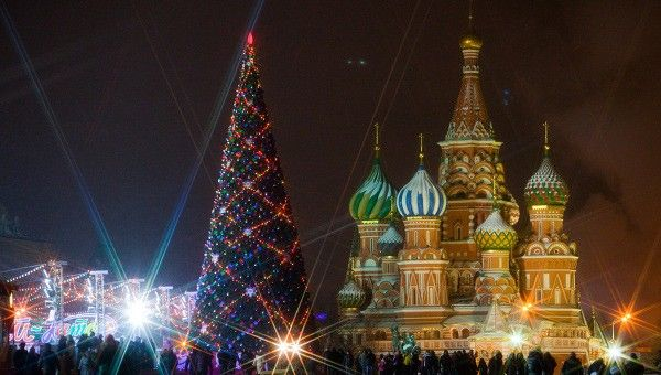 The magic of Christmas lies in small things: candies, toys and other gifts for all your loved ones, frozen noses, warm thoughts and a piece of happiness. If you want to spice up the atmosphere, here are 10 vibrant Christmas holiday destinations to consider.