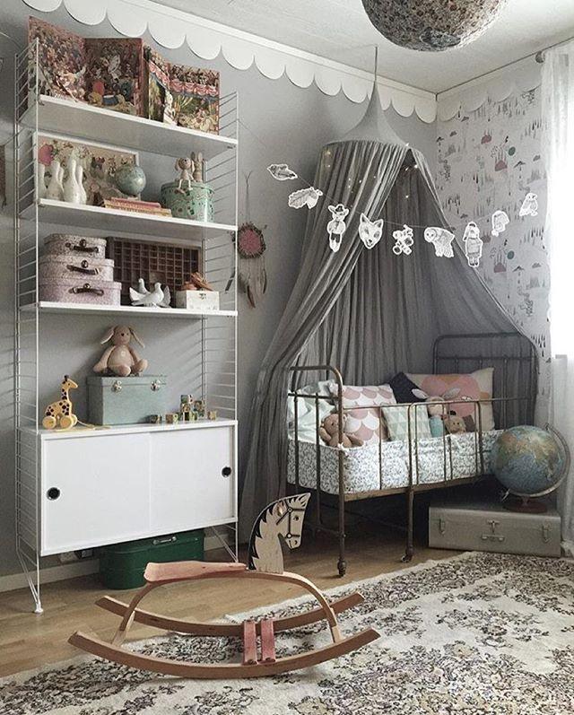 Wie toll ist dieser Raum ?! wir sabbern über dieses wunderschöne Numero74-Baldachin! Um eine der Farben Ihrer Wahl zu gewinnen, gehen Sie zu @scan …