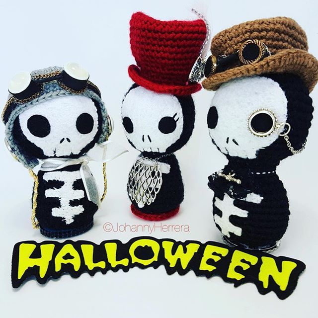 🎃Happy Halloween! Feliz Noche de Brujas! 🎃  The Pilot, The Owl Lady and The Gentleman, inspired by Steampunk and specially made for my sister @missdisterart  #steampunk #crochet #amigurumi #skull #skullgurumi #handmade #halloween2016 #creepycute #kawaii