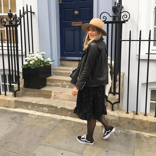 Londres en Automne et en Robe Nona ☁️🍂✈️ Vous connaissez un procédé pour se teleporter à volonté ?! 😉 ... #Fionavani #fashion #frenchbrand #mood #inspiration #fashiondaily #dress #fall #style #london #fw1718 #collection #lookbook #eshop #shopping #newin #outfit #ootd #dailylook #premium #womenswear #womenstyle #clothing #look #todayimwearing