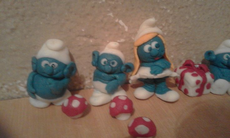 My Smurf toppers made with fondant icing