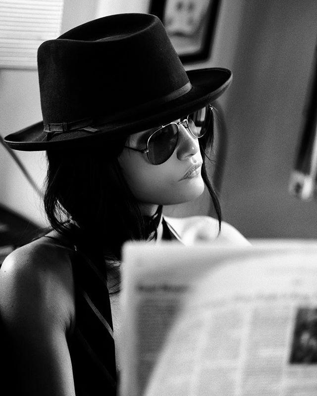 Черная картинки девушки в черных очках