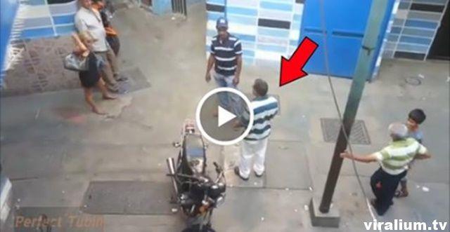 Nu te pune niciodată cu TIRURILE în trafic , uite ce a pățit acest șofer. A scăpat ca prin urechile acului ! - Viralium.tv - Your daily source of viral content