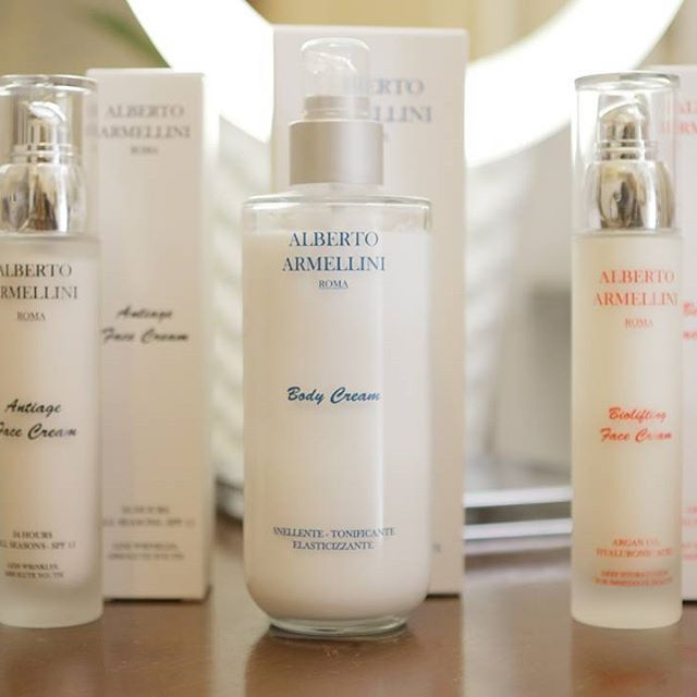 . ⏺Antiage Face Cream .Less Wrinkles AbsolutYouth . ⏺Biolifting Face cream . Argan Oil - Hyaluronic Acid, Deep Hydratation For Immediate Beauty . ⏺Body Cream .Sliming - Toning-Elasticizing . . . . . .#albertoarmellini #armellinibeauty #beauty #cosmetics #cosmetici #bodycream #facecream #love #like #hydrate #bellezza #cosmesi #luxury #lusso #moisturizer #idratazione #antiaging #iconic #instabeauty #instagood #beautiful #style #foto #photography #igers #bbloggers #bloggers #igersitalia #chic…