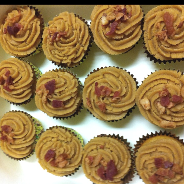 Banana, peanut butter and bacon cupcakes | cupcakes, cakepops, cookie ...
