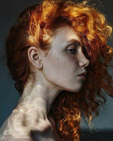 roux gingembre の redhead haircut curled coupe coiffure cheveux bouclé rousse haar frisur portrait profil
