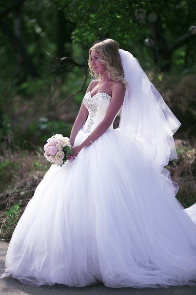 Crystal Sweetheart White Ball Gown Wedding Dresses High Quality Custom Court Train Tulle Bridal Gowns