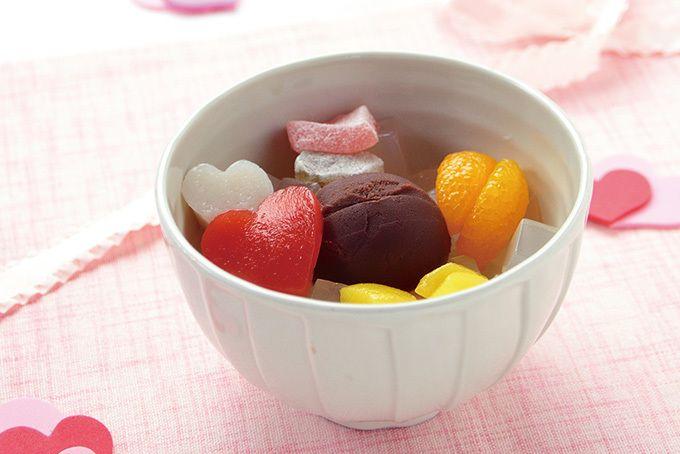 くず餅やあんみつを手がける「船橋屋」より、バレンタイン限定「ショコラあんみつ」が登場。2017年2月1日(水)から14日(火)まで、船橋屋各店で発売される。「ショコラあんみつ」はチョコレートを練りこん...