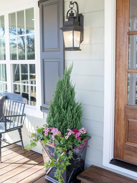 25 best ideas about front door planters on pinterest front door plants outdoor planters and. Black Bedroom Furniture Sets. Home Design Ideas