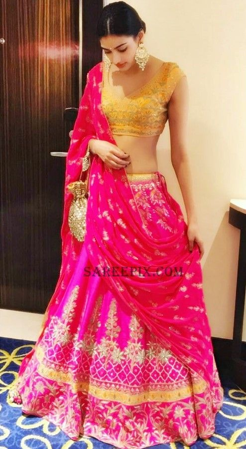 Bollywood cute girl Athiya shetty in Anita dongre lehenga at her friend's wedding. She looks cute in lehenga paired with a sleeveless deep neck blouse.