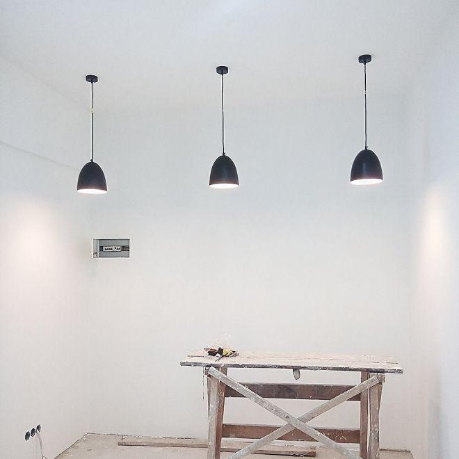 чёрные светильники в интерьере