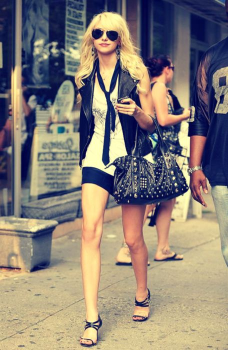 Jenny Humphrey (Taylor Momsen). I always loved this character's style.