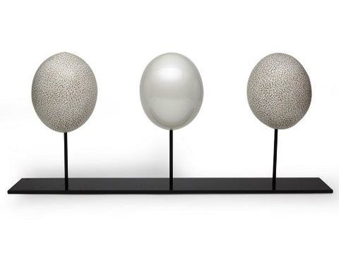 Deco Ostrich eggs EMS9 Cement (matt speckled)  - EPC6 Pearl white (Shiny smooth)  - EMS6 Sand (matt speckled)