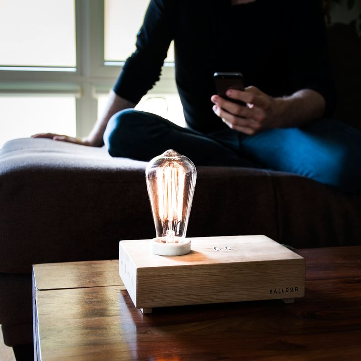 Play the music, turn the lamp on and off and regulate the intensity of the light thanks to our app.