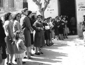 Οι Ελληνίδες ψηφίζουν για πρώτη φορά στις εκλογές της Θεσσαλονίκης, στις επαναληπτικες εκλογες. Εκκλέγεται η Ελένη Σκούρα, υποψήφια με τον Ελληνικό Συναγερμο. 1953 Σαν Σήμερα