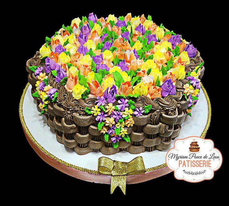 Torta canasta con flores realizasas con picos rusos