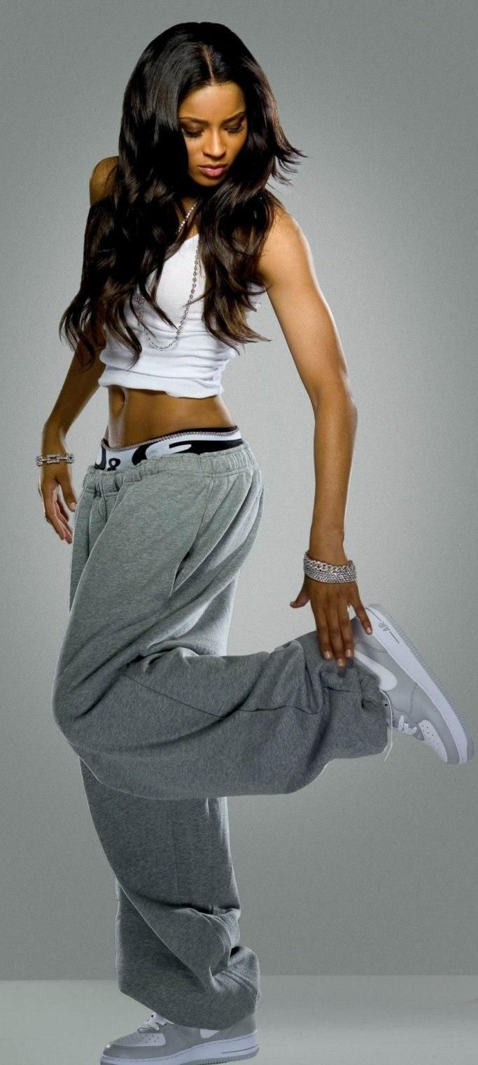 I always loved this look of the baggy pants n tight shirts siince aaliyah...very sexy n comfy | PERFECT FOR WORKOUT