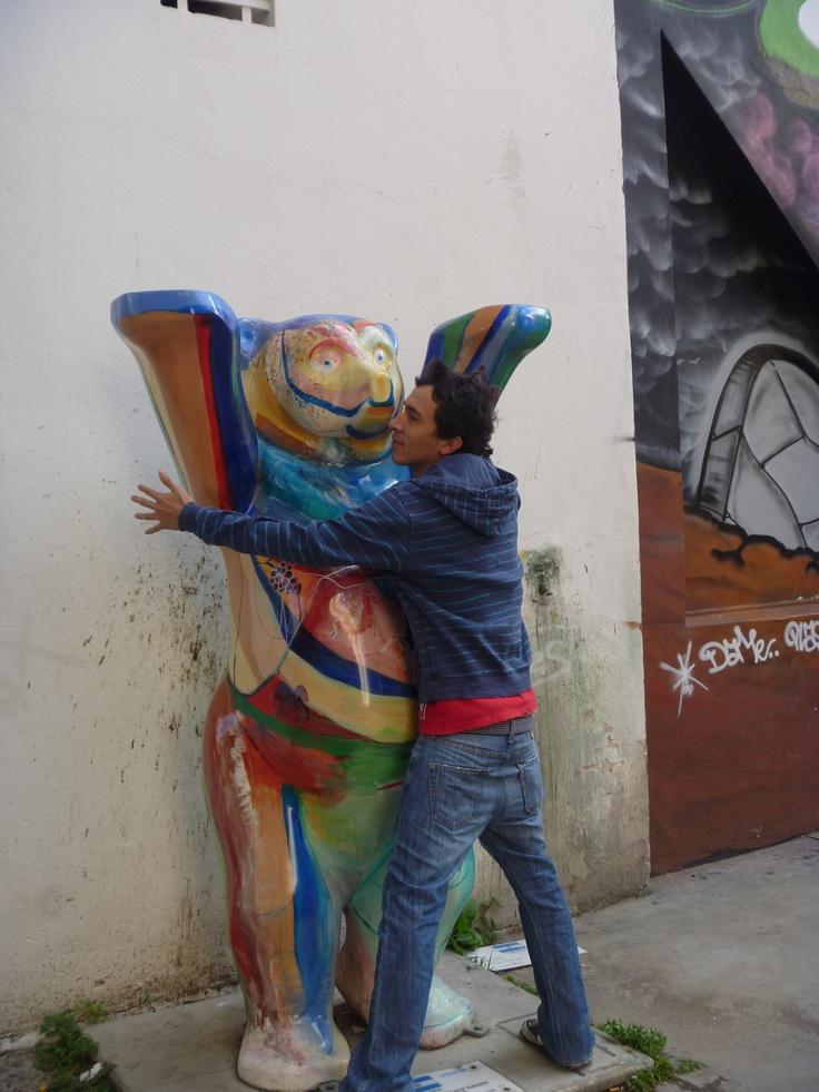El oso de Unicef y yo dandonos un abrazo hahaha... BsAs, Argentina.