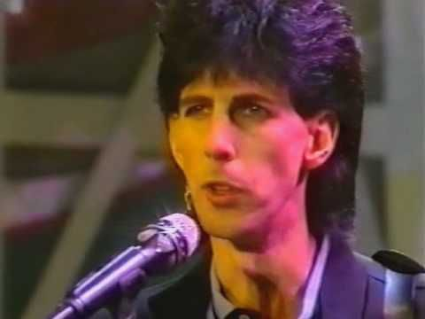Dont think this was ever a 'hit' in the UK/Ireland but I do remember hearing it late at night on Radio Nova sometime around 1986.... and it's stuck with me ever since! Ric Ocasek - Emotion in Motion - Peters Popshow - 1986