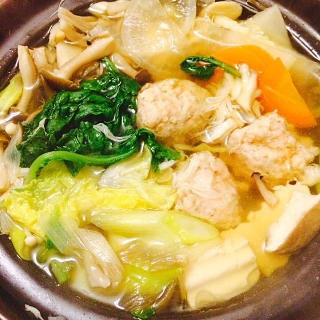 しめじ、舞茸、エリンギ、山伏茸、エノキ、キノコ味活かすために薄味、鰹節で出汁。 - 16件のもぐもぐ - キノコ5種つくね鍋 by hiromange