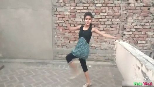 Young Smart Girl Dance on Roof With Hindi Song Tu Cheez Badi Hai Mast Mast  This is a Video of a Young and Smart Indian Girl Who is Performing a Best Dance On Song Tu Cheez Badi Hai Mas Mast. She is Dancing On the Roof of Her Home.  Must Watch Share and Follow Our Channel For More Videos.