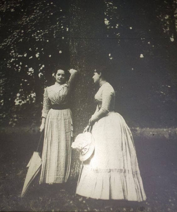 Grand Duchess Elisabeth Feodorovna with her lady in waiting Catherine