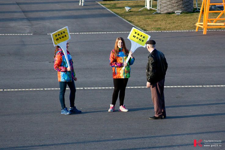 Sochi 2014 Free hugs. Бесплатные обнимашки у входа в Олимпийский парк