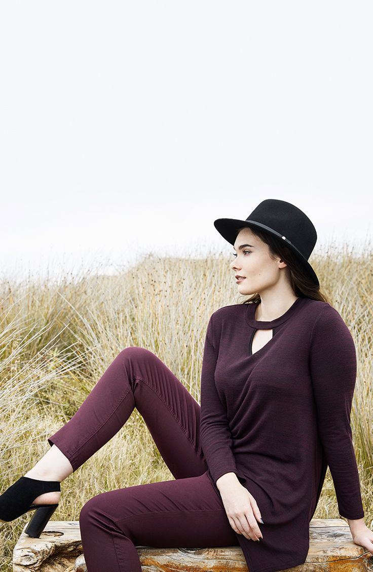 K+K - plus sized clothing for the curvy woman sizes 10-26. Autumn fashion. Winter fashion. Cut-out detail. Cut-out trend. Keyhole neckline. Berry outfit. Wine colour outfit.