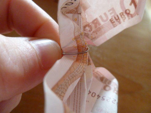 Marly Design: van papiergeld een roos maken / money rose