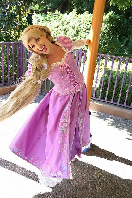 I want to be her at Disneyland so bad!