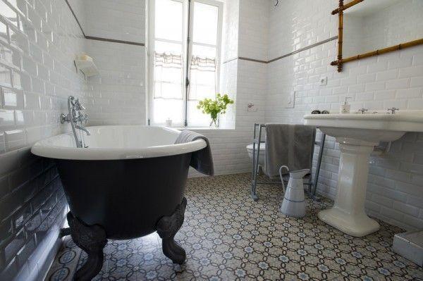 17 meilleures images propos de salles de bains de charme for Salle de bain baignoire sur pied