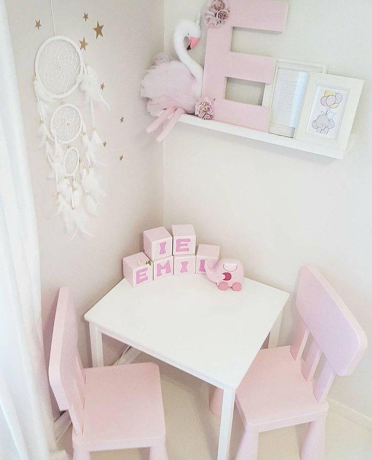 Endelig ferdig med rommet Mangler litt småtteri og klesskap, men det kommer senere!:) #mittbarnerom #barnerom #barneromdekor #barneinteriør #kidsinterior #interiorforkids #pinkroom #playroom #rosaprinsesse #barnruminspo #barnrominspirasjon