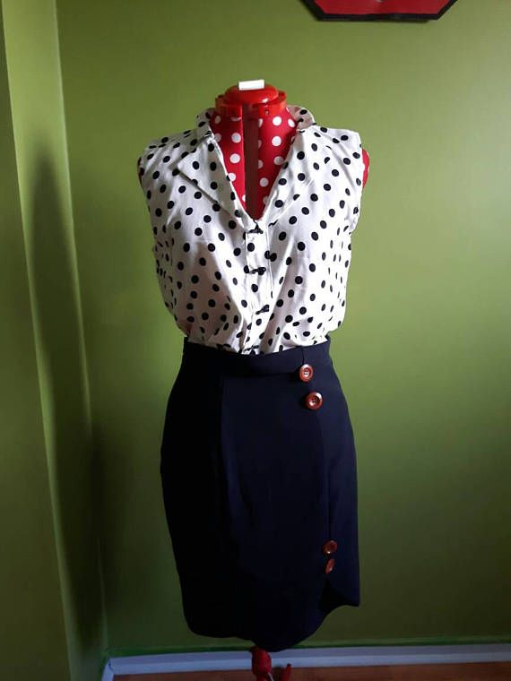 Retrouvez cet article dans ma boutique Etsy https://www.etsy.com/ca-fr/listing/522676244/black-and-white-polka-dot-sleeveless