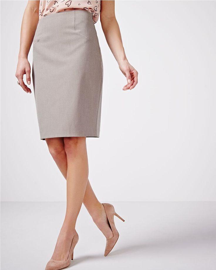 Cette jupe droite à deux tons va rapidement devenir votre vêtement favori pour le bureau. Agencez-la avec une blouse féminine pour un style sophistiqué.<br /><br />- Longueur du vêtement : 21 pouces<br />- Fente d'aisance<br />- Tissu raffiné extensible<br />