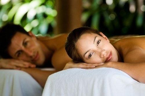 Специально для Вас специалисты A2SPA разработали эксклюзивные программы «спа для двоих», из которых Вы можете выбрать ту, что подойдет именно Вам. Возможно, это будет романтический вечер с любимым человеком или встреча с подругой после рабочего дня, девичник перед свадьбой или же просто подарок на любой праздник. С Вами будут работать лучшие профессионалы своего дела, используя лучшую косметику премиум класса. Мы предлагаем вам готовые программы «спа для двоих».