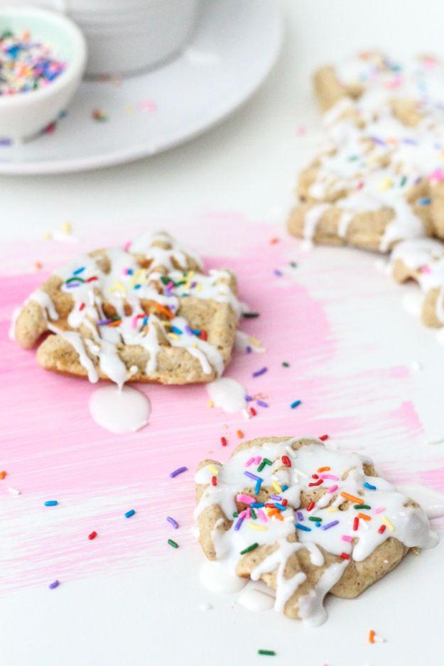 mini waffle cake recipe | sugarandcloth.com: Waffle Cake, Minute Minis, Minis Waffles, Recipes Foodies, Cakes Recipes, Waffles Cakes, 10 Minute, Boxes Cakes, Cake Recipes