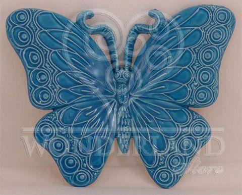 Le abili mani degli artigiani #ceramisti #pugliesi danno vita alle bellissime #farfalle in #ceramica. #Bomboniere