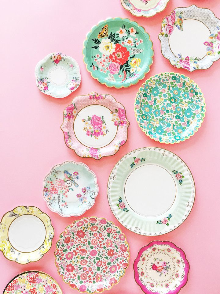 Perfect for a garden party, birthday party, or just for fun! These paper paper plates come in a set of 10 plates in two beautiful floral designs, five of each d