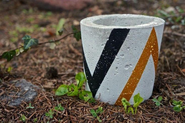 Doniczka betonowa, osłonka z betonu, średnia, rozm. M, czarno złota - zdjęcie 1