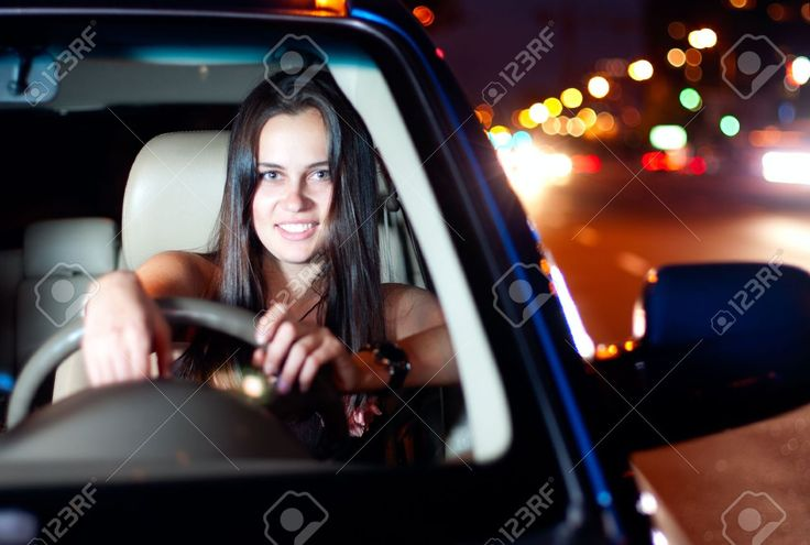 9651822-Young-smiling-woman-driving-car-in-the-night-city-Stock-Photo-car-suv-traffic.jpg (1300×876)