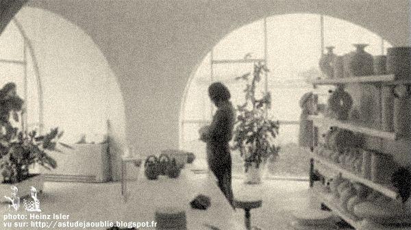 Saint-Fargeau-Ponthierry - Maisons / ateliers bulles -   (nowadays Ferme pédagogique Fermenbul).  Architecte / concepteur: Heinz Isler  Construction: 1976 - 1977
